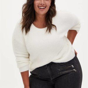 New Torrid Ivory White Fuzzy Yarn Crop Sweater